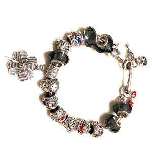 Jewelry - Charms bracelet